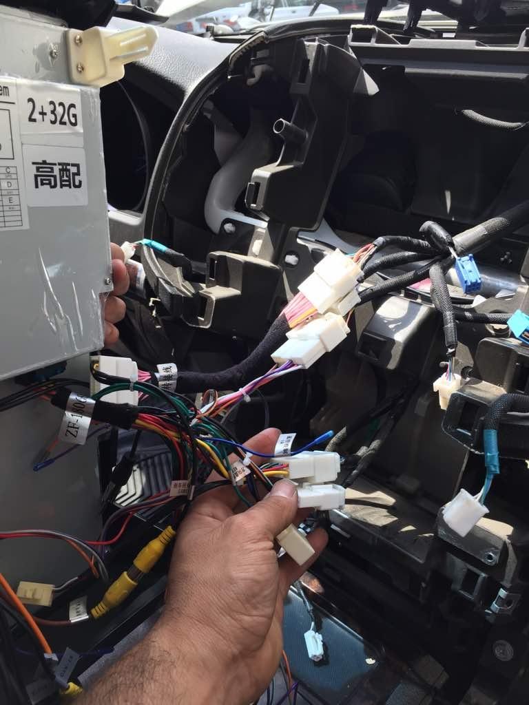 نصب مانیتور خودرو تویوتا لندکروز 8 سیلندر 2008 - مدل تسلا